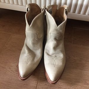 Lightly Worn Frye Cream Leather Cowboy Boots 10